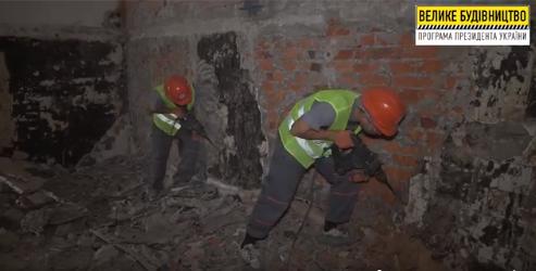 Строители демонтируют чашу бассейна и начнут подготовку шахт для лифтов