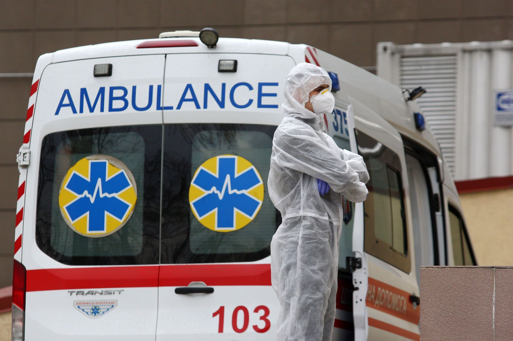 Больницы готовятся к приему больных.