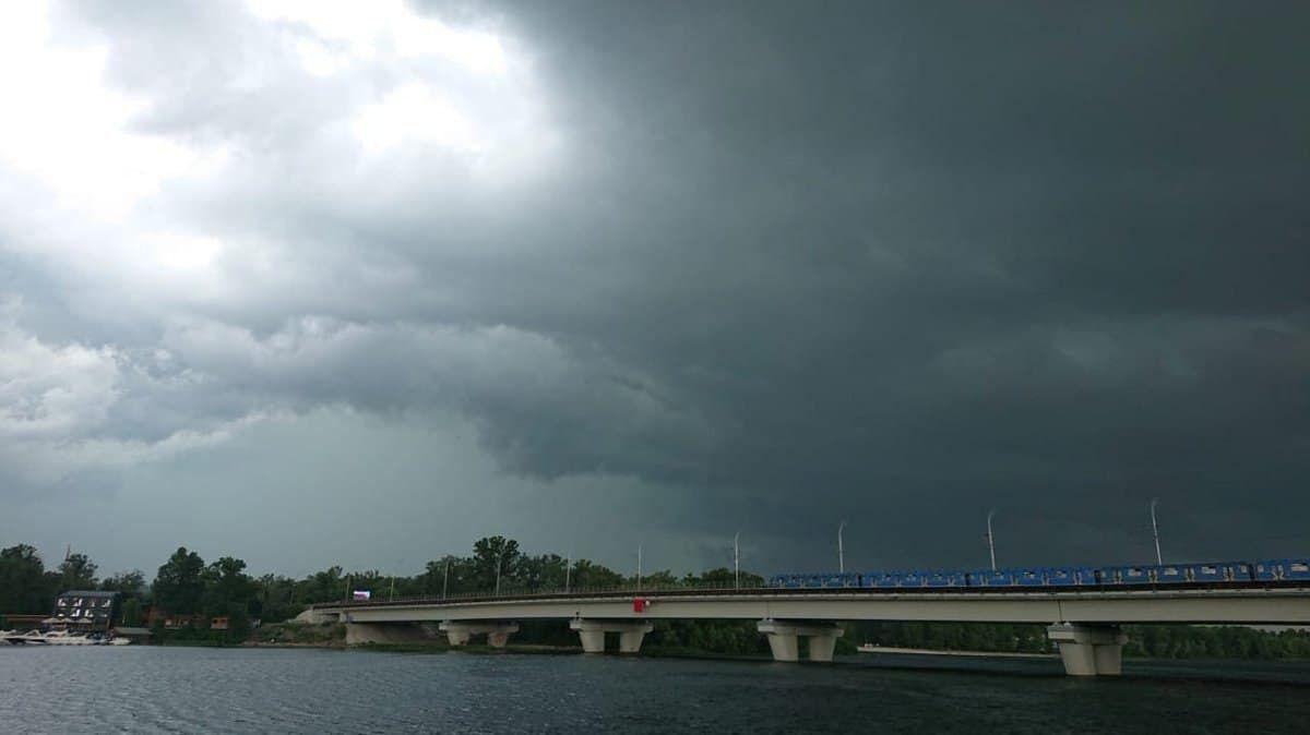 Киев накрыл ураган.
