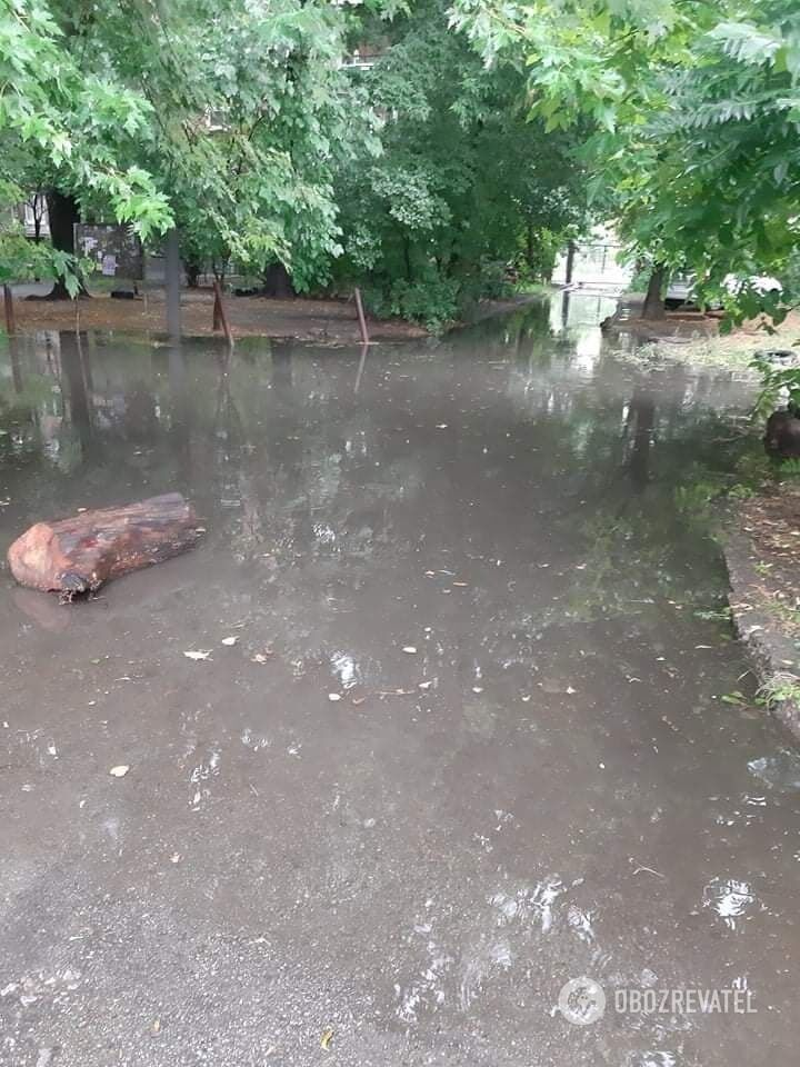 Последствия ливня на Нивках.
