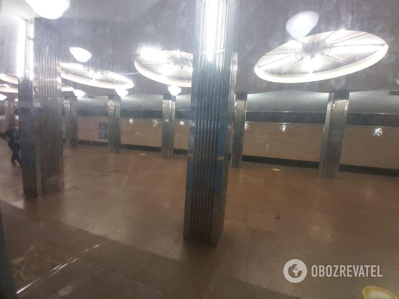 "Потяги проїжджають ""Берестейську""."