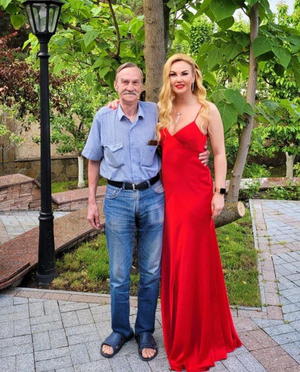 Камалия со своим отцом.