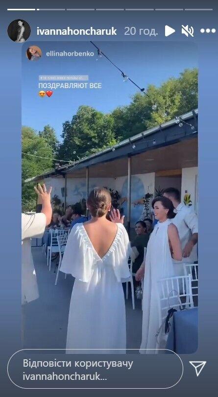 Невесты в одинаковых нарядах.