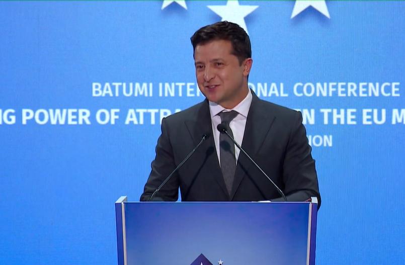 Владимир Зеленский во время выступления на саммите в Грузии.