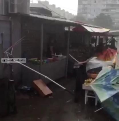 Ветер сносил палатки