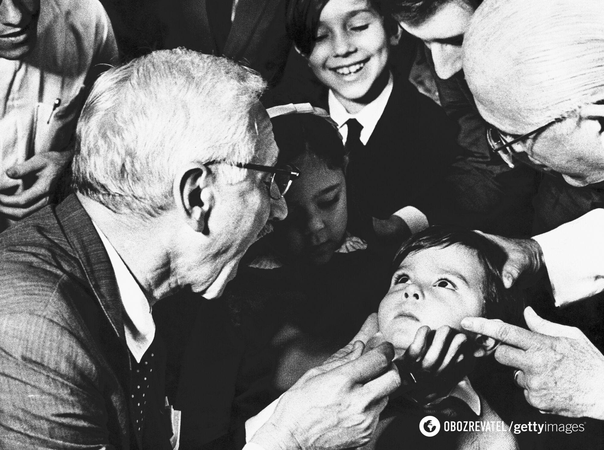 Сейбин опроверг гипотезу о том, что вирус полиомиелита проникает в организм воздушно-капельным путем