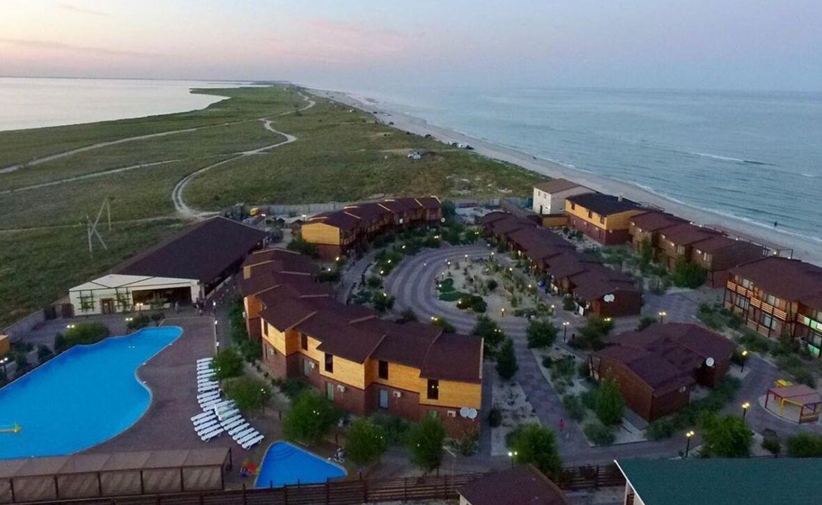 Такий вигляд мають найрозкішні бази відпочинку курорту Бірючий острів
