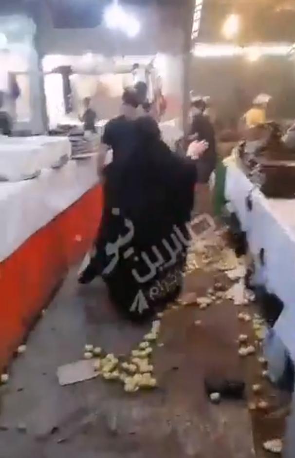 Взрыв прогремел на рынке.