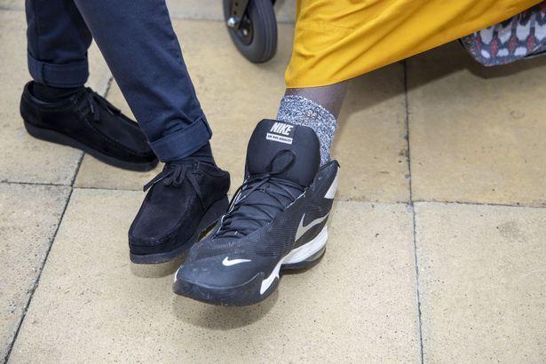 Как выглядит обувь Хусейна