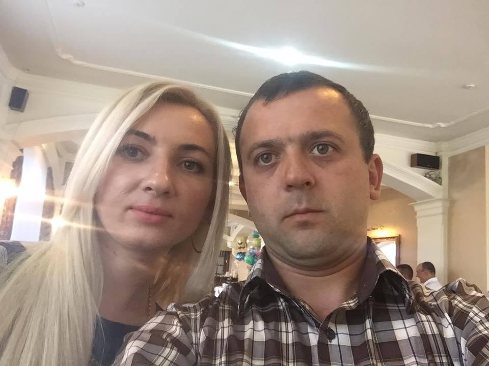 Мама мальчика Галина и отец Роман