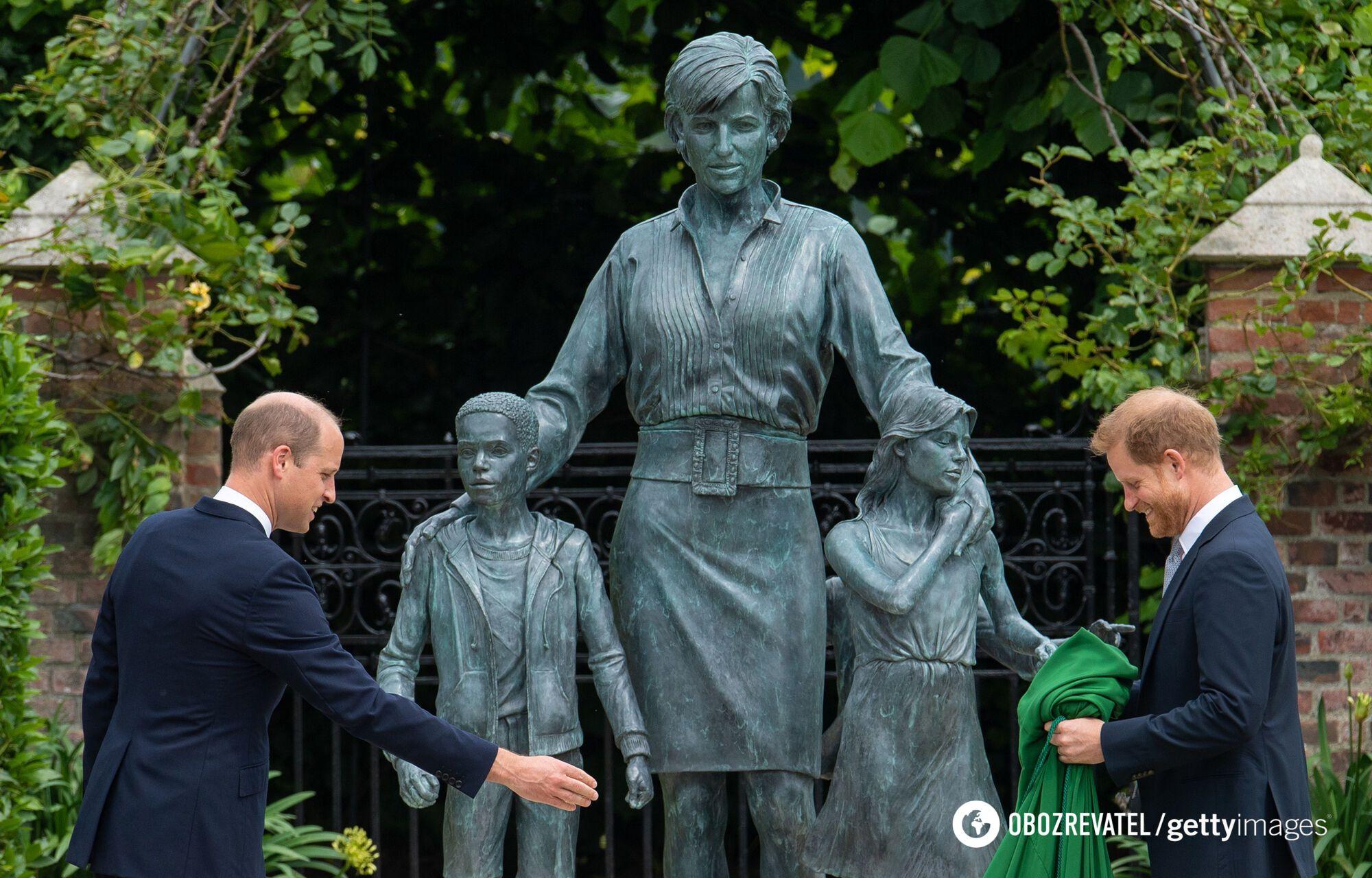 Брати відкрили статую на честь леді Ді