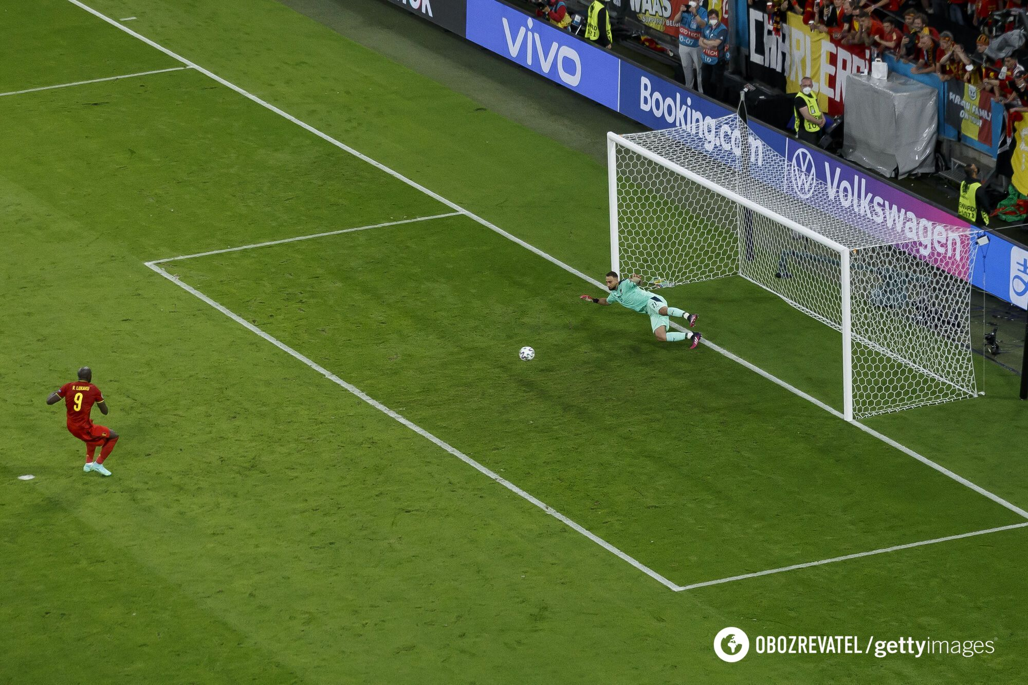 Лукаку забиває пенальті.