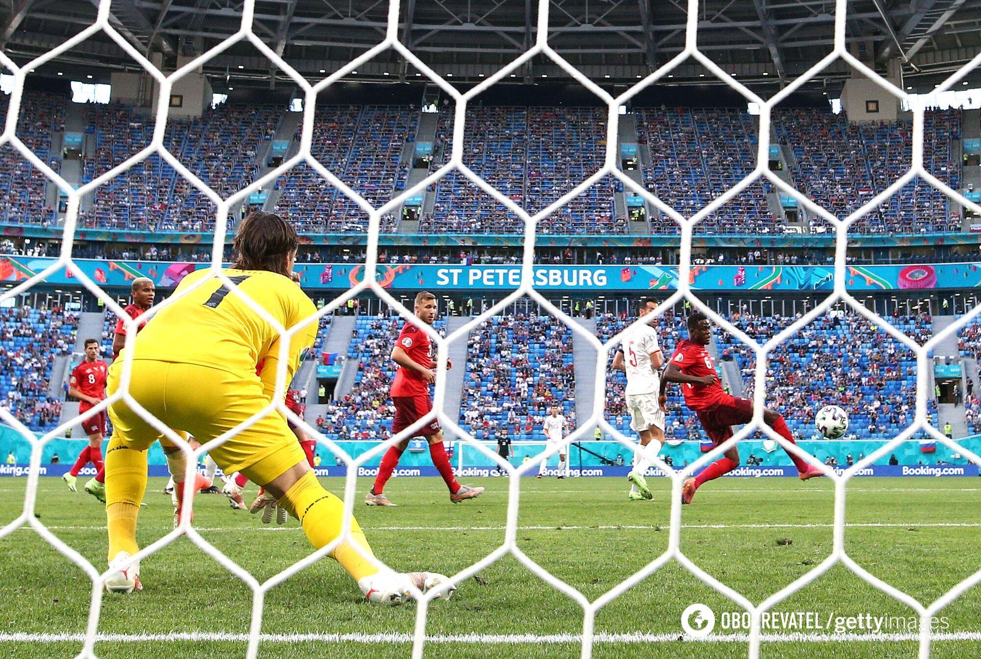Испания забивает гол.