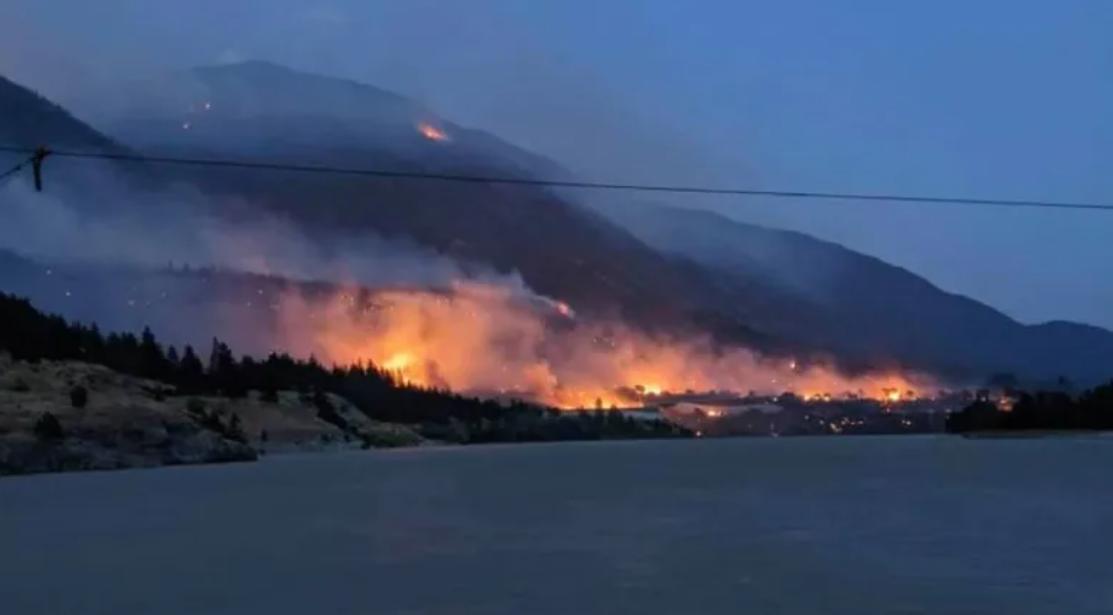 Огнем охватило весь город