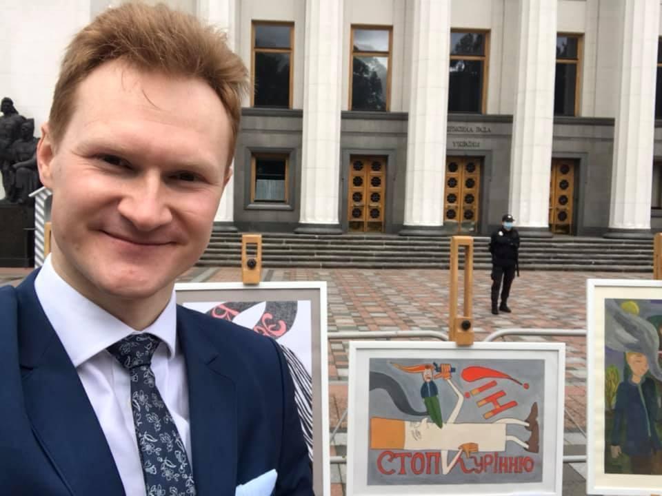 Дмитрий Купыра рекомендовал продавать сигареты в отдельных магазинах.