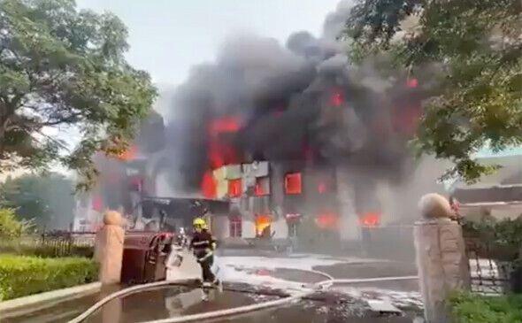 Взрыв прогремел на заводе в Данфэне в провинции Хэнань в центральной части Китая .