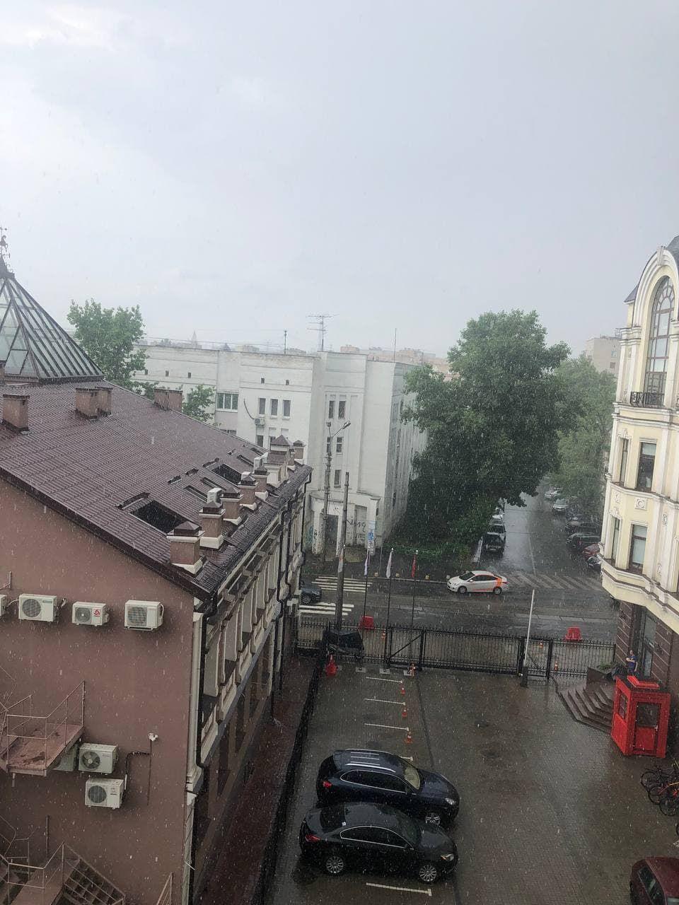 Київ накрили зливи.