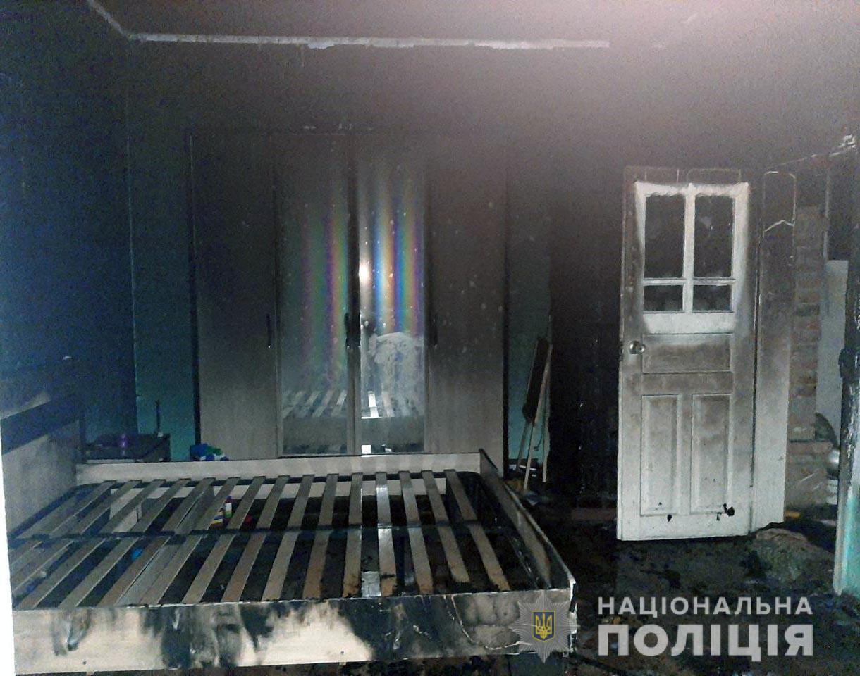 На Буковині чоловік підпалив будинок.