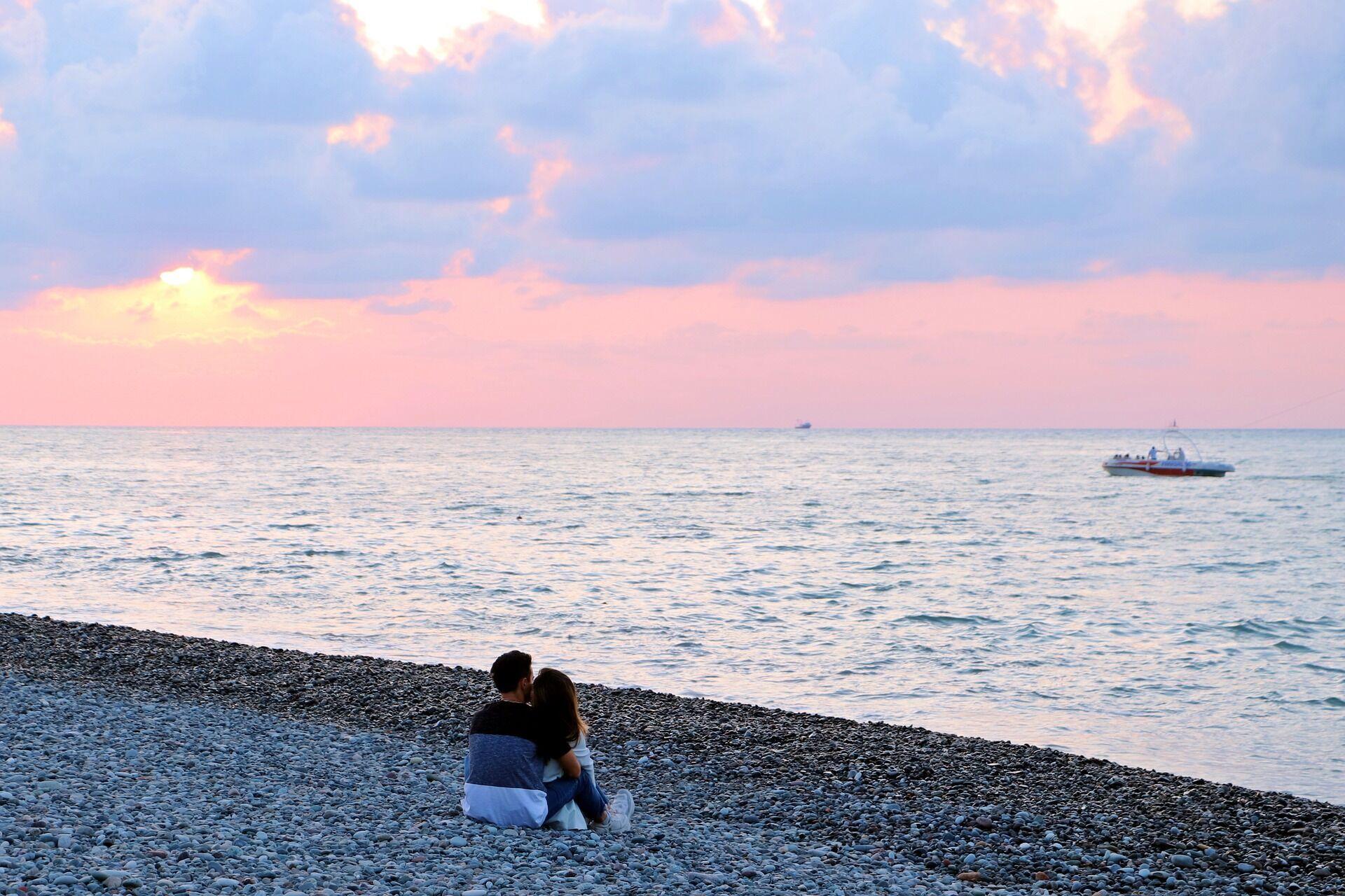 У Батумі всі пляжі галькові, тому сильно нагріваються під сонцем