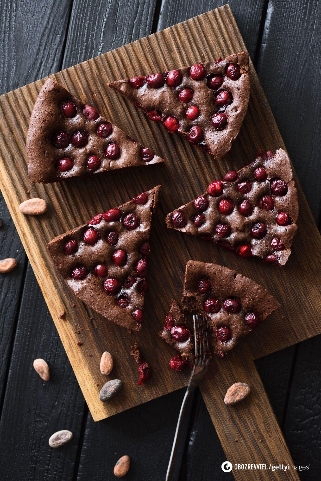 Шоколадно-вишневий пиріг