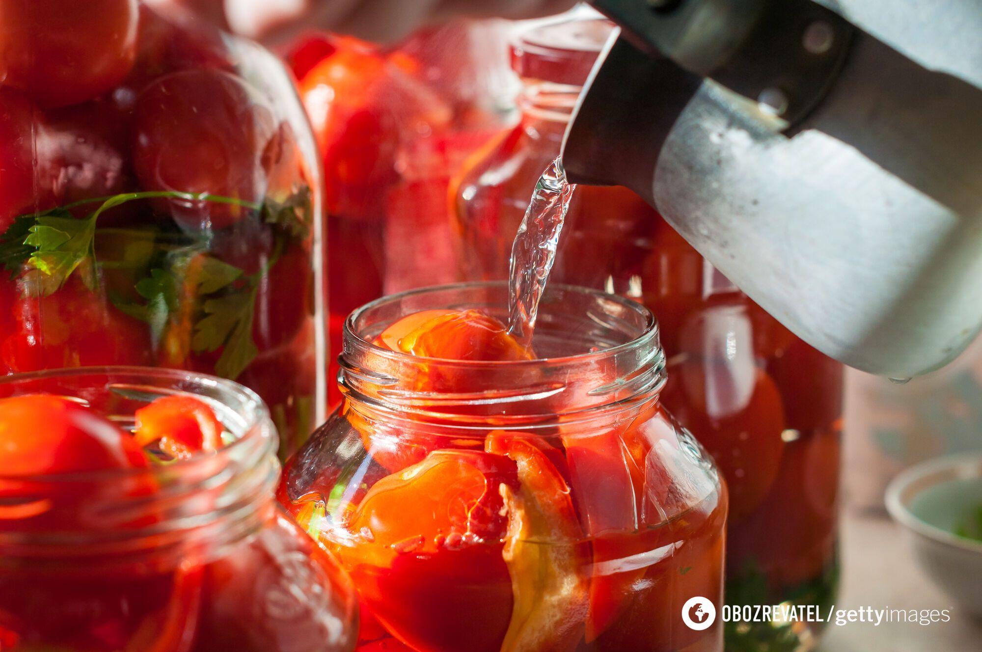 Як правильно і смачно законсервувати помідори на зиму