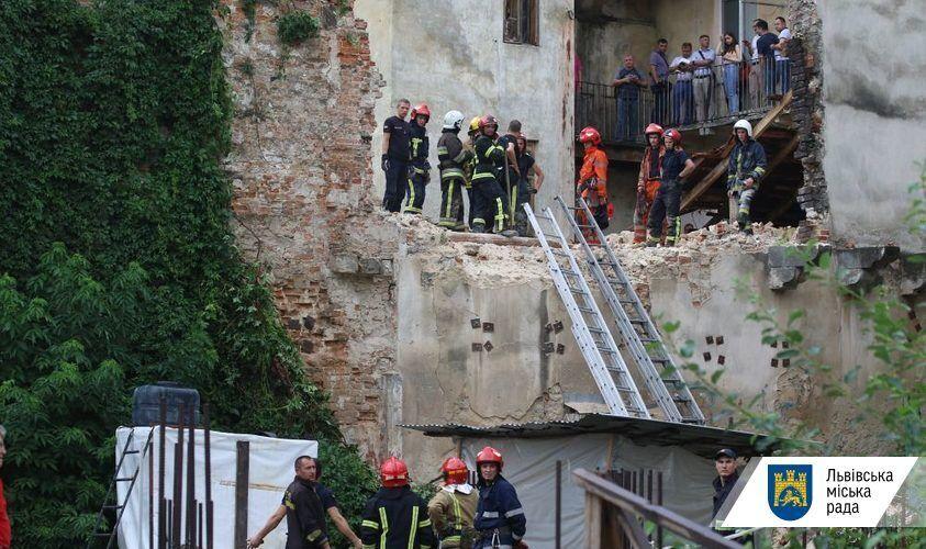 Обвал произошел в центре Львова.