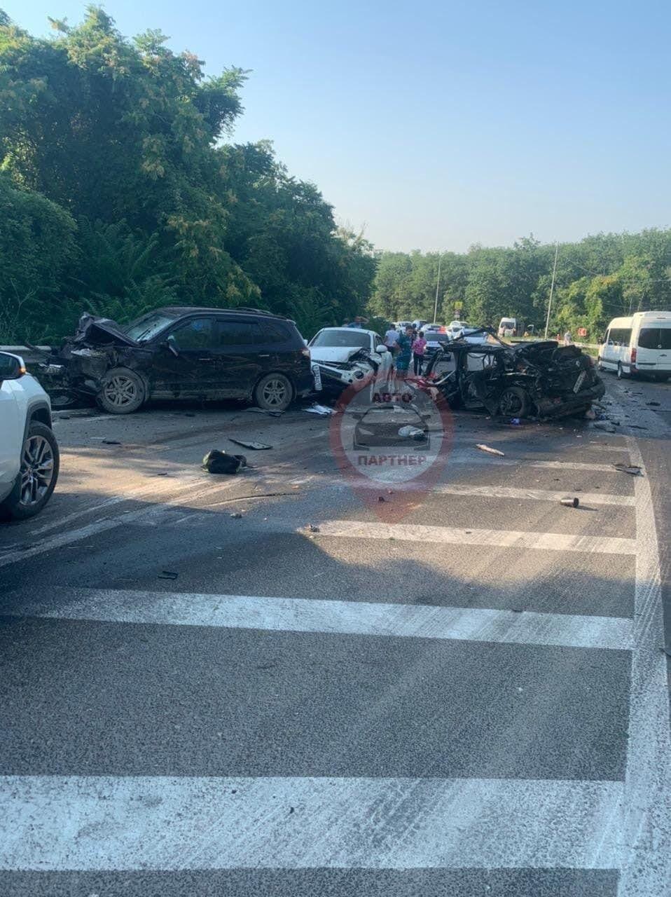 В результате дорожно-транспортного происшествия пять человек погибли, еще трое получили ранения.