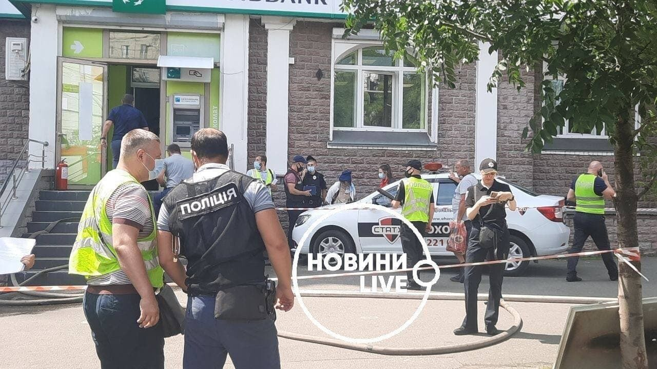 На місце події прибули правоохоронці.