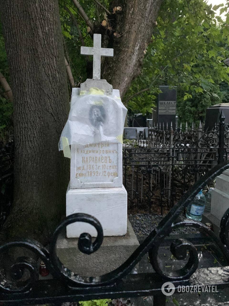 Восстановленное мраморное надгробие семейного захоронения.