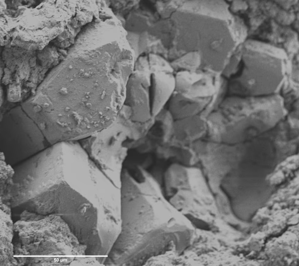 Метеорит под микроскопом