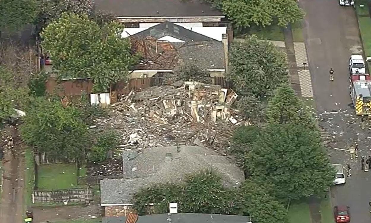 Вибух знищив будинок і пошкодив сусідні.