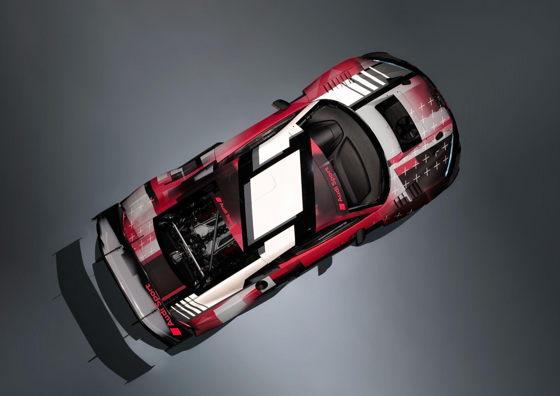 Расположенный по центру 5,2-литровый V10 развивает мощность 585 л.с.