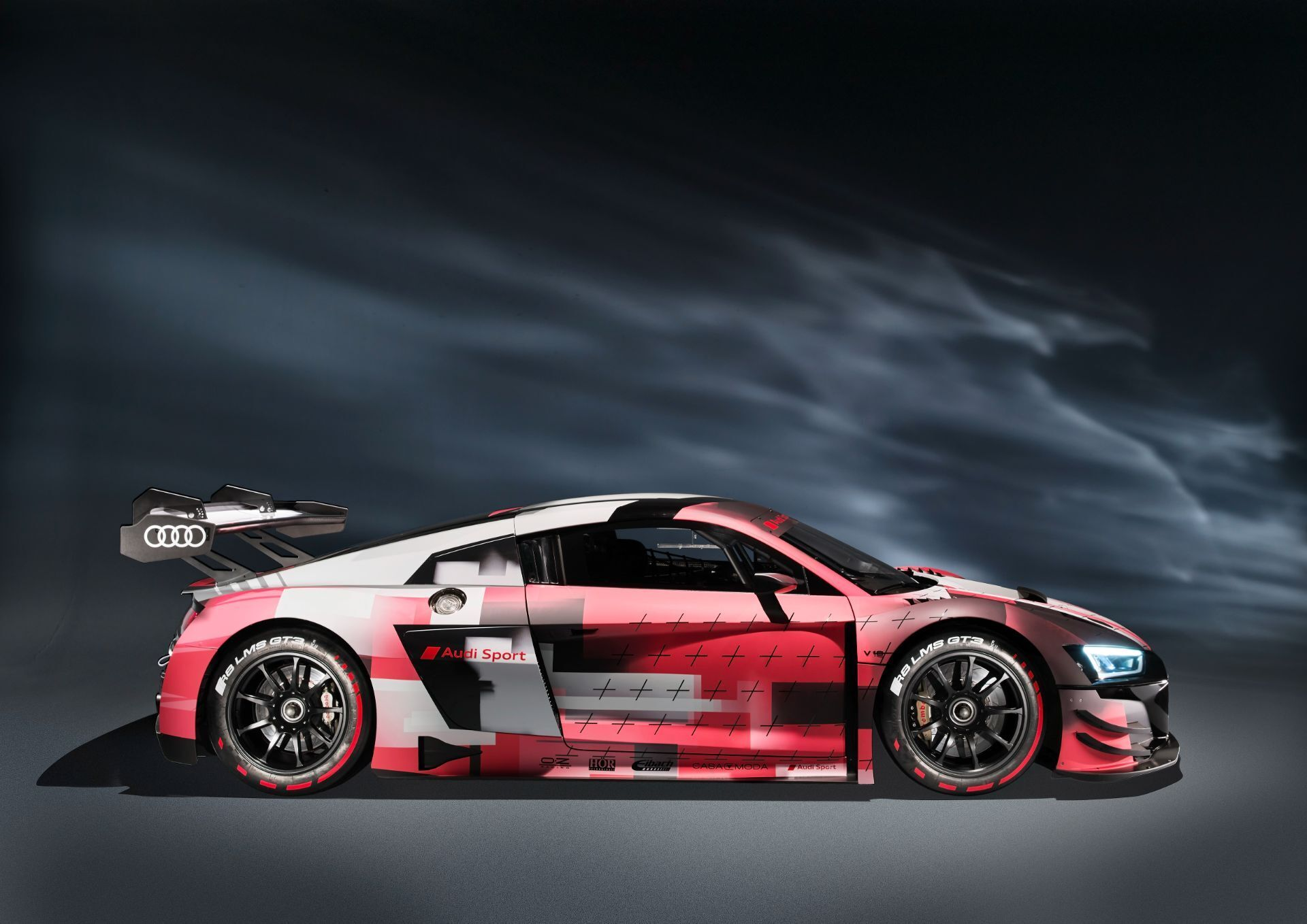 Новинка стала дальнейшей эволюцией модели R8 LMS GT3, дебютировавшей в 2015 году и модернизированной в 2018-м