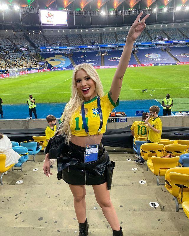 """Каролин Лима пришла на """"Маракану"""" поддержать сборную Бразилии"""