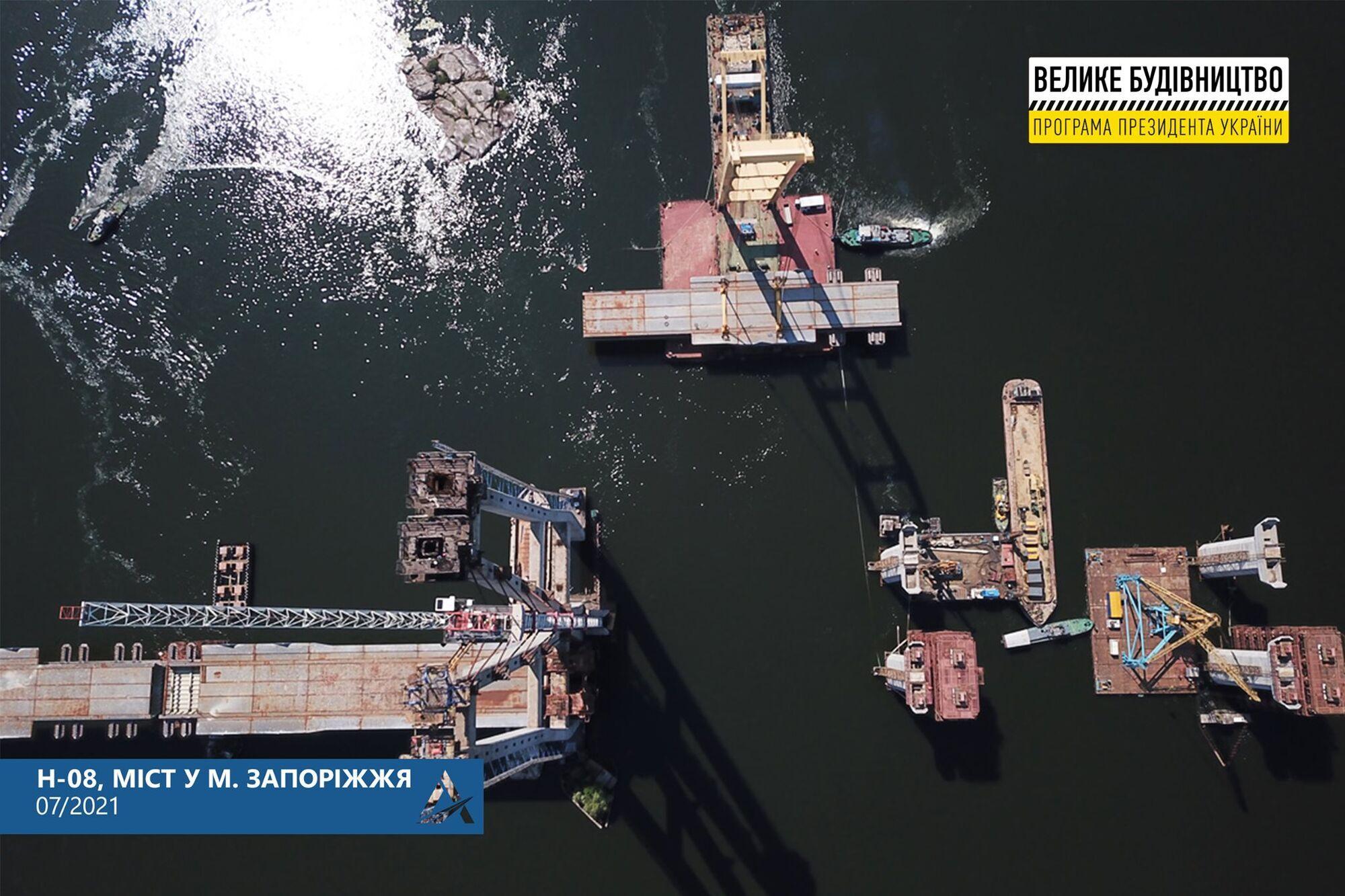 Мостостроители приступили к монтажу уже четвертой секции пролетного строения