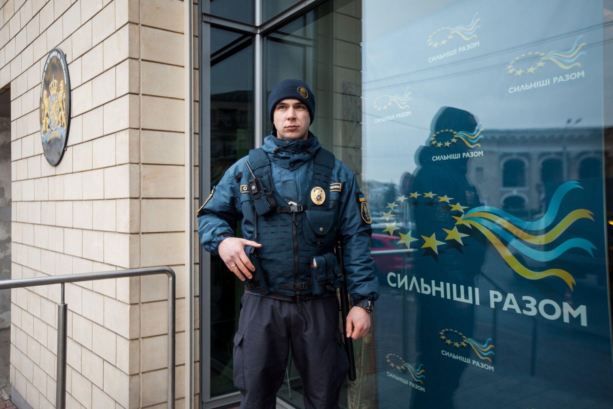 Нацгвардійці здійснюють охорону диппредставництв та офісів міжнародних організацій...
