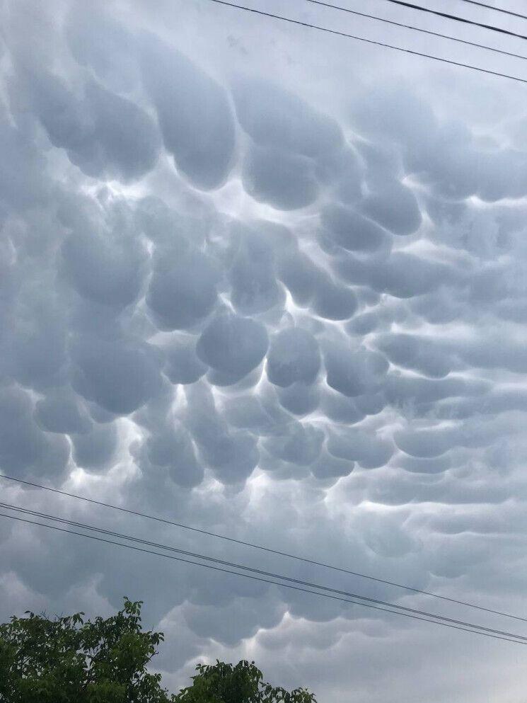 В селе Надлиманское сняли эпичные серые облака