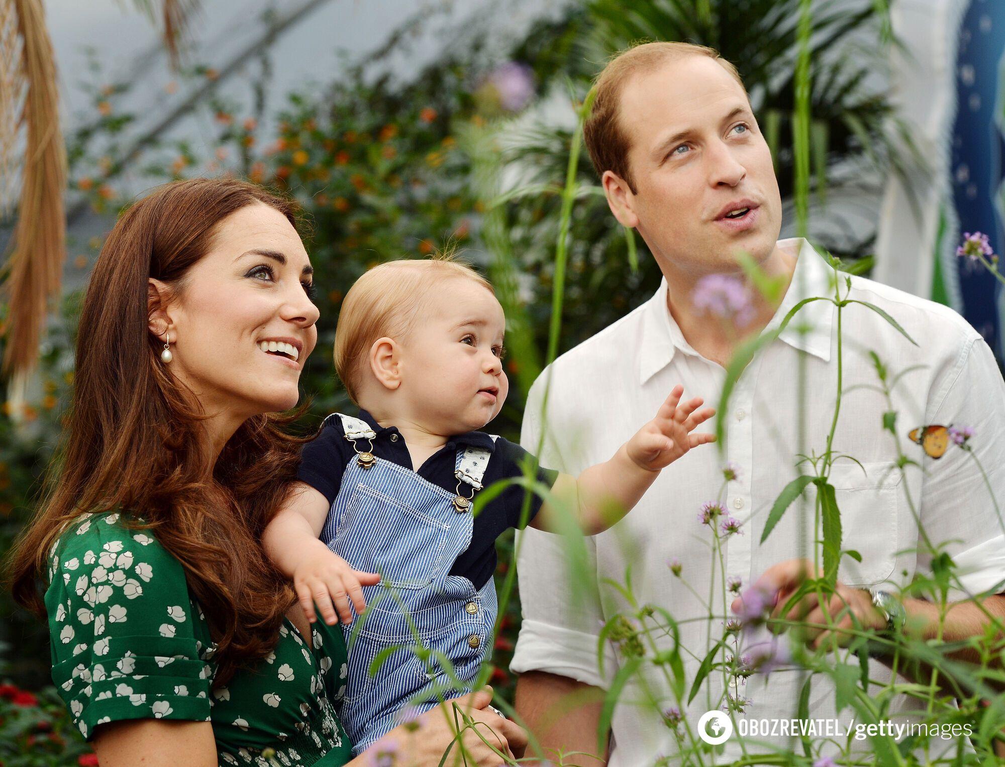 Принц Джордж с родителями.