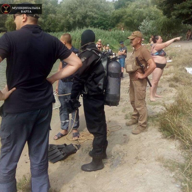 В Киеве два часа искали женщину, которая исчезла у озера.