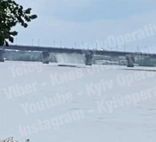 Прорыв трубы на под мостом Патона.