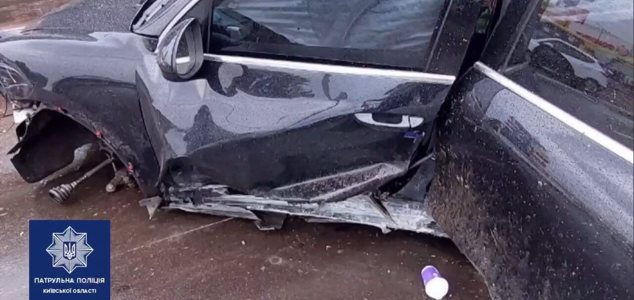 Porsche получил серьезные механические повреждения.