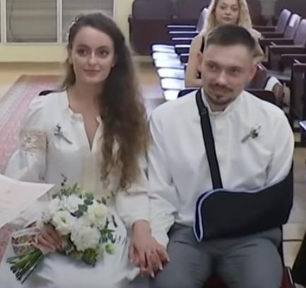 У Києві одружилися поранений розвідник Борис Бас і його наречена Анна Ковальова