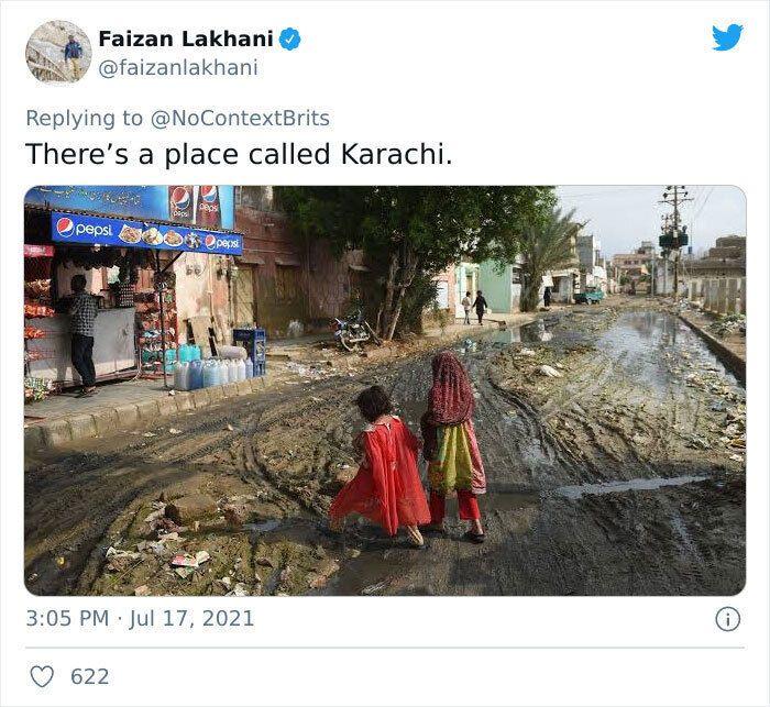Дорога в містечку Карачі в Пакистані.