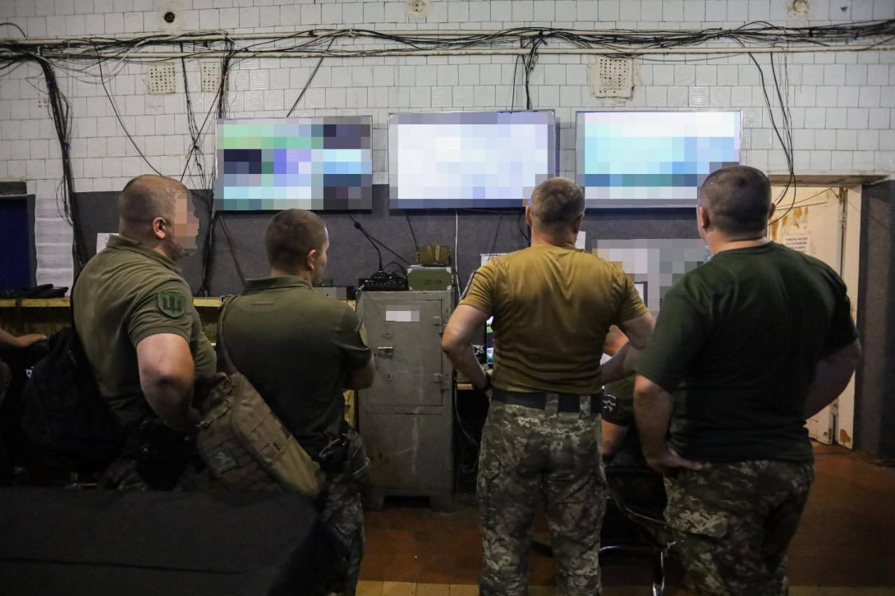 Порошенко передал бригаде комплект оптической разведки