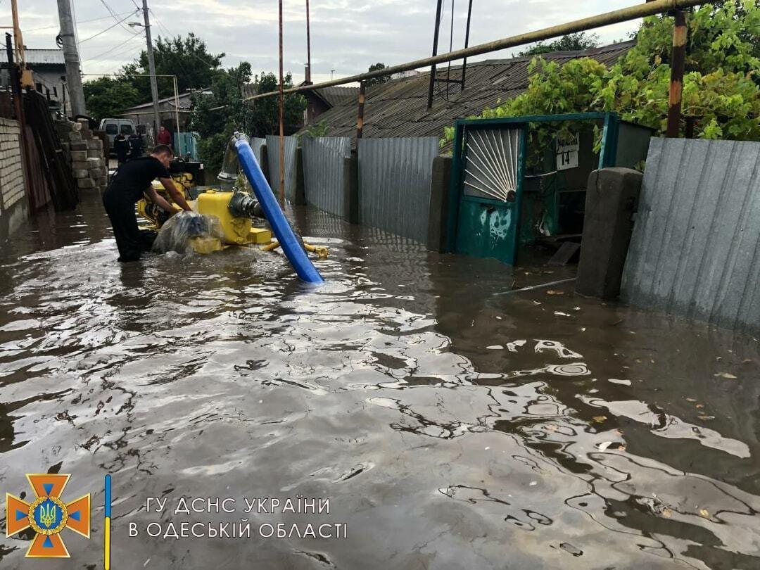 Вода затопила улицы Одессы
