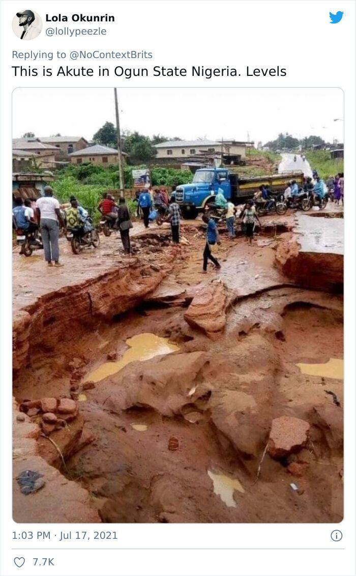 Дорога в місті Акуре в Нігерії нагадує катакомби
