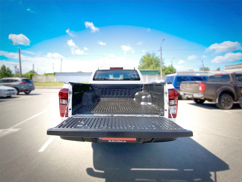У кузові є захисне полімерне покриття поверхні багажного відсіку.