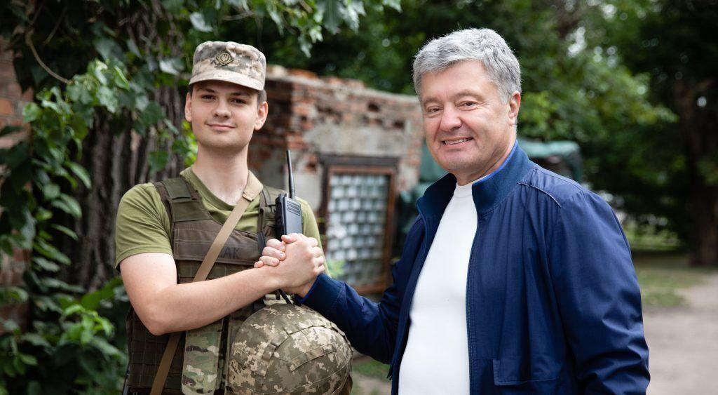 Порошенко пообщался с военными
