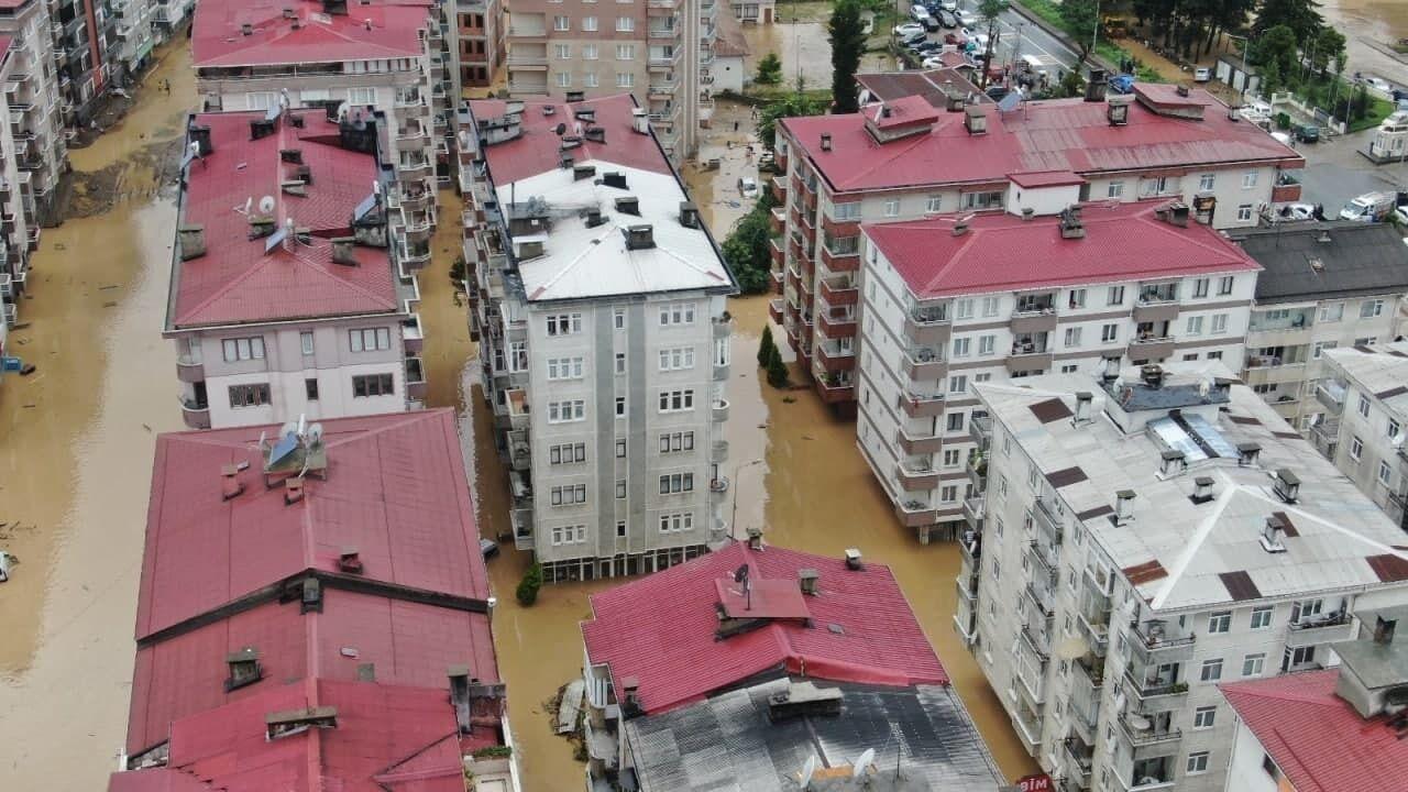 Вода затопила цокольні поверхи будинків