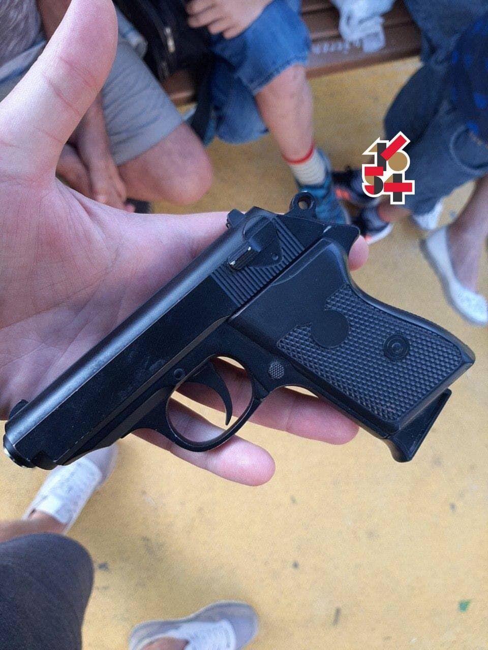 Пистолет, из которого стрелял школьник.